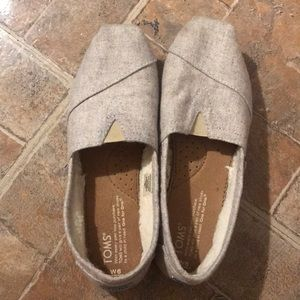 💐TOMS FUZZY LINING SLIP ON SHOES SIZE 6💐